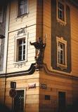 Vecchio angolo della casa a Praga fotografie stock libere da diritti