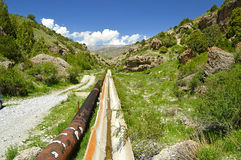 Vecchio aquaduct nelle montagne Immagine Stock