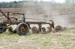 Vecchio aratro del metallo nell'agricoltura dell'evento Immagine Stock Libera da Diritti