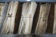 Vecchio archivio in soffitta del comune Fotografia Stock