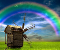 Vecchio arcobaleno del mulino nel campo Fotografia Stock