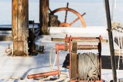 Vecchio argano sulla piattaforma di un yacht Fotografie Stock