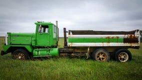 Vecchio autocarro con cassone ribaltabile Fotografia Stock Libera da Diritti