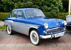 Vecchio azzurro classico dell'automobile Fotografia Stock Libera da Diritti