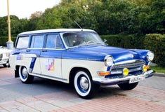 Vecchio azzurro classico dell'automobile Immagini Stock