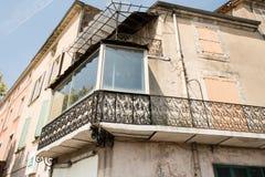 Vecchio balcone del ferro battuto in Provenza, Francia Fotografia Stock Libera da Diritti