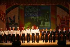 Vecchio ballo russo nazionale tradizionale acrobatico Yablochko del marinaio Fotografie Stock Libere da Diritti