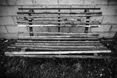 Vecchio banco di legno indossato Immagini Stock Libere da Diritti