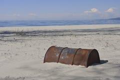 Vecchio barile da olio arrugginito Fotografia Stock Libera da Diritti