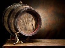 Vecchio barilotto di vino della quercia Fotografie Stock Libere da Diritti