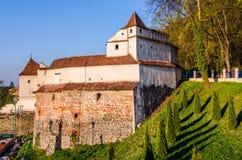 Vecchio bastione dei torre-tessitori della fortificazione di Brasov Fotografia Stock