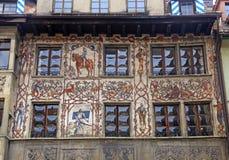 Vecchio bello affresco su costruzione medievale in Lucern, Svizzera Immagine Stock Libera da Diritti