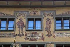 Vecchio bello affresco su costruzione medievale in Lucern, Svizzera Fotografia Stock