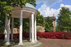 Vecchio bene ad UNC Chapel Hill nella primavera Immagini Stock