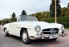Vecchio bianco classico dell'automobile Immagini Stock Libere da Diritti