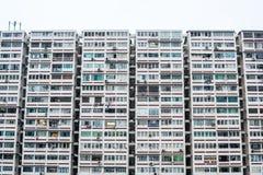 Vecchio blocco di costruzione di appartamento nello stile asiatico Fotografie Stock Libere da Diritti
