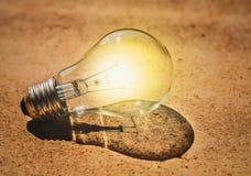 Vecchio blub su luce concreta Immagini Stock Libere da Diritti