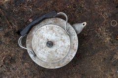 Vecchio bollitore di alluminio Immagini Stock Libere da Diritti