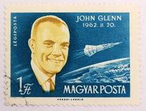 Vecchio bollo del post dell'Ungheria, dedicato ad esplorazione spaziale ed ai primi astronauti immagini stock