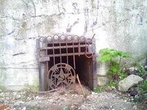 Vecchio bombshelter abbandonato Fotografie Stock