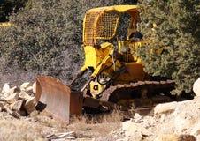 Vecchio bulldozer giallo Immagini Stock