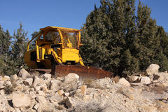 Vecchio bulldozer giallo Fotografia Stock