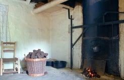 Vecchio camino irlandese del cottage fotografia stock libera da diritti