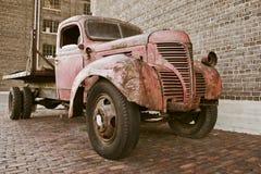 Vecchio camion arrugginito immagini stock