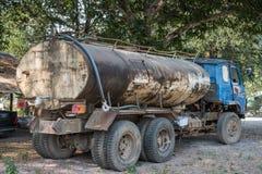 Vecchio camion del gas, camion, camion con un rimorchio Fotografia Stock Libera da Diritti