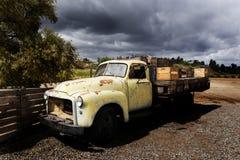 Vecchio camion della base di GMC immagini stock libere da diritti