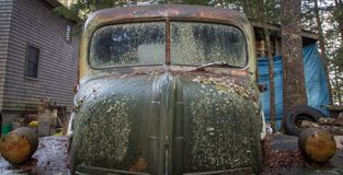 Vecchio camion di abbandono fotografia stock libera da diritti
