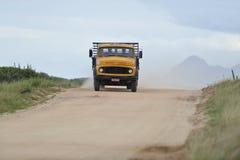 Vecchio camion giallo fotografia stock
