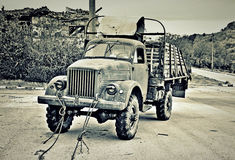 Vecchio camion in montagna Fotografie Stock Libere da Diritti
