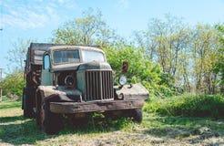 Vecchio camion tagliato Immagini Stock