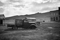 Vecchio camion in una città fantasma Immagini Stock Libere da Diritti