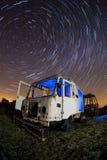 Vecchio camion in una zona di scarico rifiuti Immagine Stock Libera da Diritti