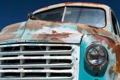 Vecchio camioncino scoperto fotografia stock