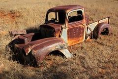 Vecchio camioncino scoperto arrugginito Fotografia Stock