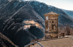 Vecchio campanile di Biegno Fotografie Stock