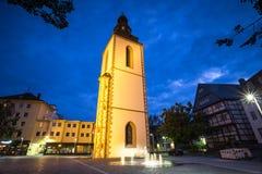 Vecchio campanile Giessen Germania nella sera immagine stock libera da diritti