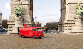 Vecchio campeggiatore del trasportatore di VW di modo Immagini Stock Libere da Diritti