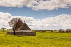 Vecchio campo della casa di trulli Immagini Stock Libere da Diritti
