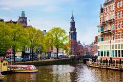 Vecchio canale della città di Amsterdam, barche. Immagini Stock Libere da Diritti