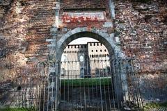 Vecchio cancello del castello italiano fotografie stock
