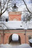 Vecchio cancello dentellare in inverno immagine stock