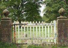 Vecchio cancello di legno immagine stock