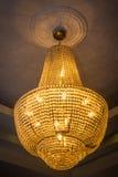 Vecchio candeliere d'annata con le luci dell'oro fotografia stock libera da diritti