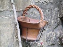 Vecchio canestro ceramico di impregnazione Immagini Stock
