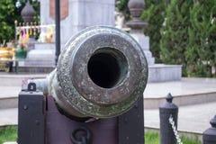 Vecchio cannone, affrontante parte anteriore Immagini Stock