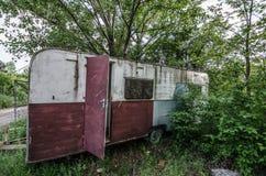 vecchio caravan in natura immagine stock